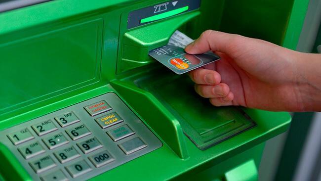 Как с кредитки снять деньги без комиссии