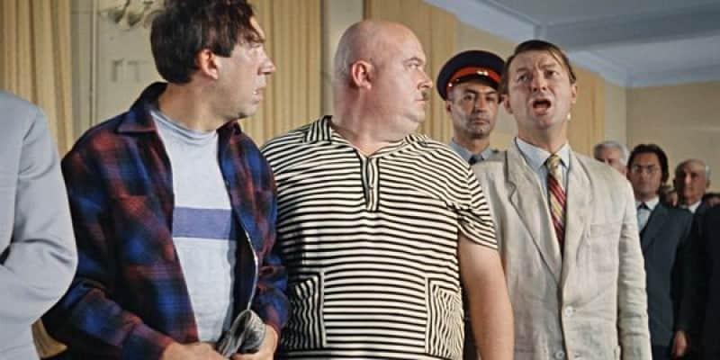 Кадр из фильма «Кавказская пленница», герой Г. Вицина произносить легендарную фразу «Советский суд самый гуманный суд в мире».