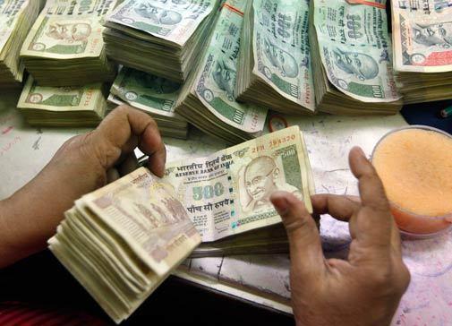 Фото 4. Многие банкноты оказываются «простеплерированными»