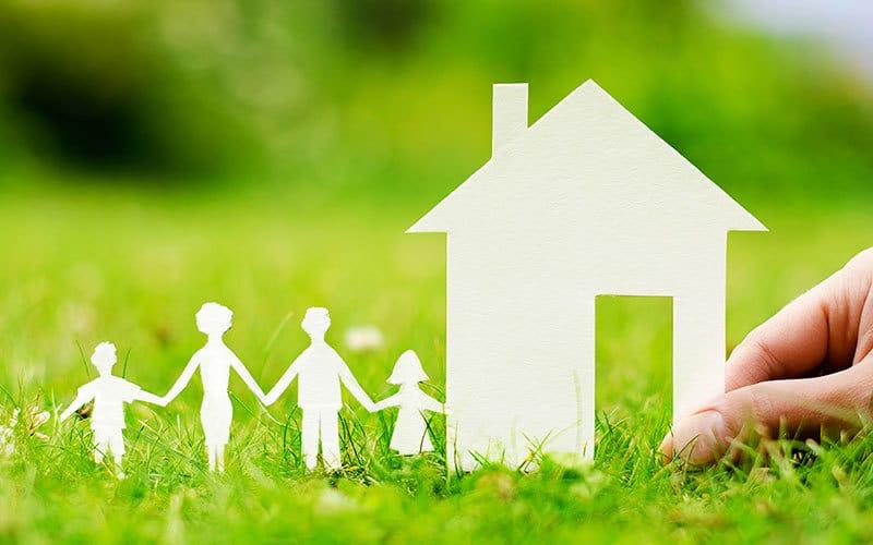 Рисунок 4. Бумажные фигуры семьи и дома