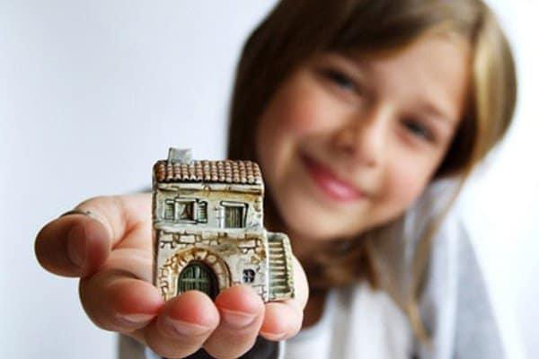 Рисунок 3. Если один из двух владельцев жилья является несовершеннолетним ребёнком, то для продажи квартиры необходимо разрешение органа опеки. Источник: сайт Бископи.ит.