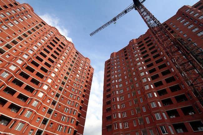 Изображение - Как проверить застройщика при покупке квартиры в долевое строительство Stroyashhiysya-dom-i-strela-stroitelnogo-krana