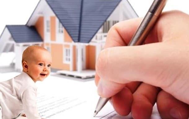 Рис. 2 Рука, держащая ручку на фоне дома и маленького ребенка. Источник Юридические услуги