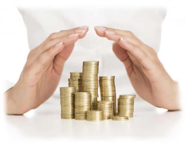 Рисунок 2. Монеты, укрытые ладонями. Источник: bankfs.ru