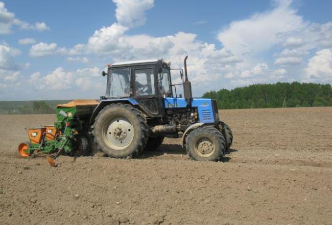 Рис. 4. Самоходная сельскохозяйственная машина с навесным оборудованием – работа в поле
