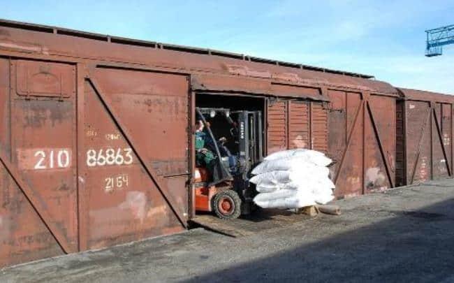 Рисунок 2. Погрузка мешков с сахарным песком в вагон