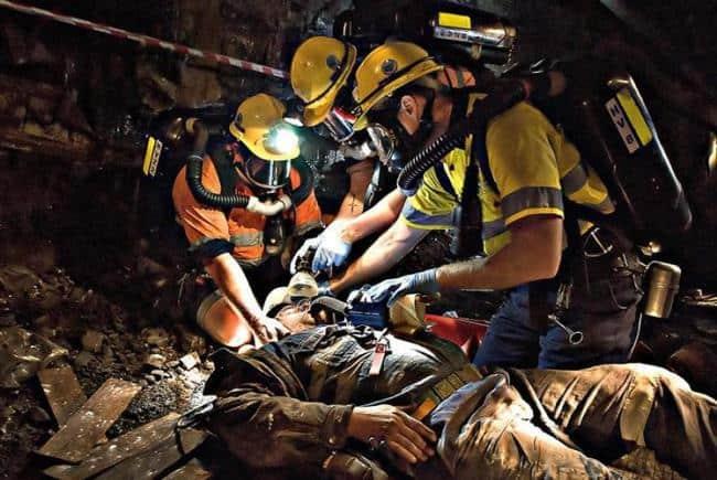 Рис. 4. Работа спасателей: ликвидация последствий завала в шахте