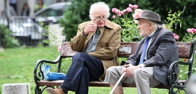 Обязательно ли предоставлять документы в пенсионный при достижении 80 лет