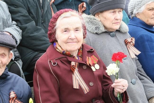 Рис. 2. Пожилые ветераны ВОВ получают две надбавки