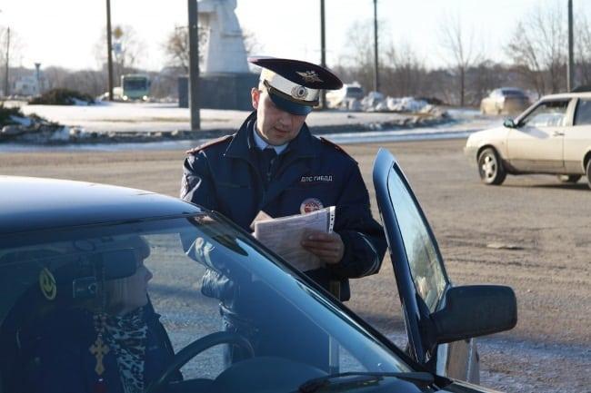 Рис 1. Если забыли права дома, на первый раз инспектор ДПС может сделать только предупреждение.
