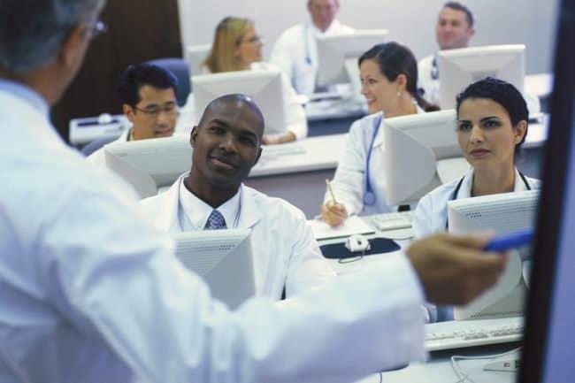 Рис. 4. Профессия врача престижна, но получить ее в Америке непросто