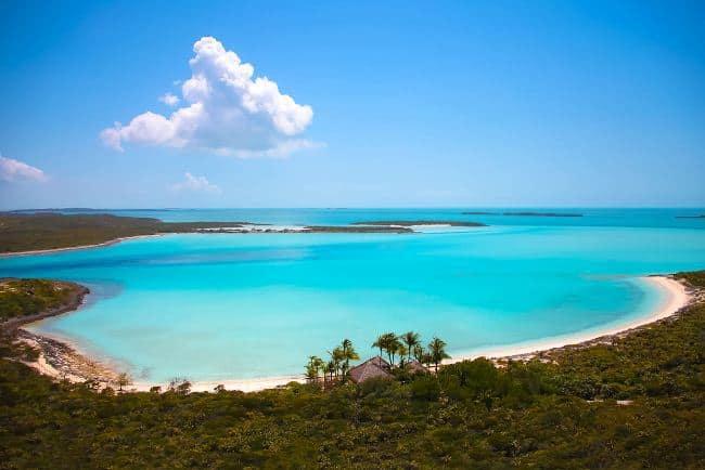 Рисунок 10. Вид на бухту с острова Musha Cay