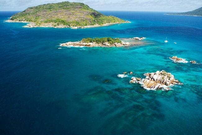 Рисунок 16. Вид на Сейшельские острова из окна самолёта