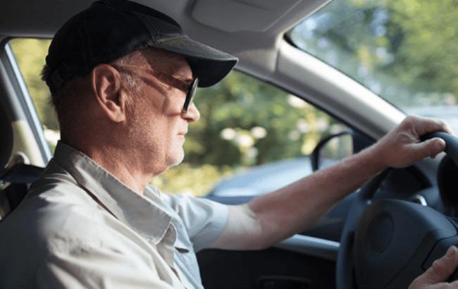 оформить машину на пенсионера и не платить налог