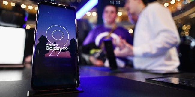 Рис. 1. Самсунг обошел Эппл в рейтинге смартфонов