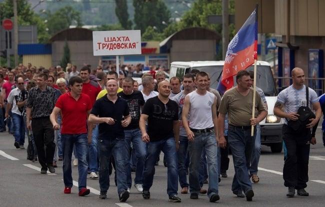 Изображение - Сколько в месяц зарабатывают шахтеры Ris.-4.-Demonstraciya-shakhterov-DNR