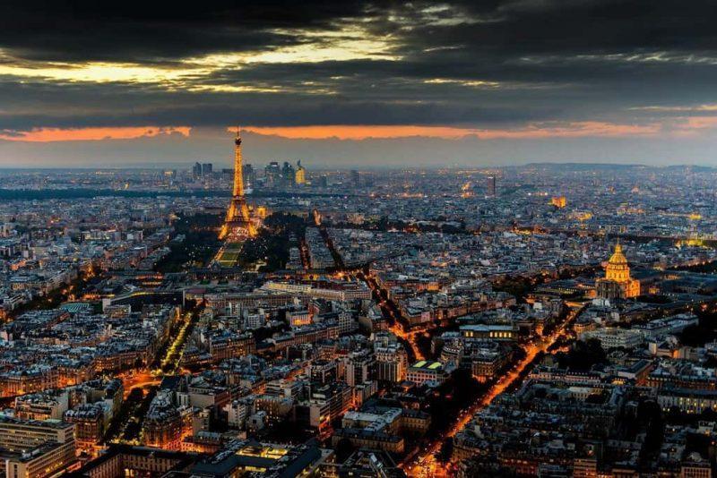 Рис. 4. Ночной Париж в своем великолепии