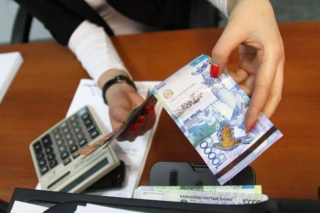 Фото 1. Реальная средняя оплата труда казахстанцев не переступает порога в первую сотню тысяч тенге