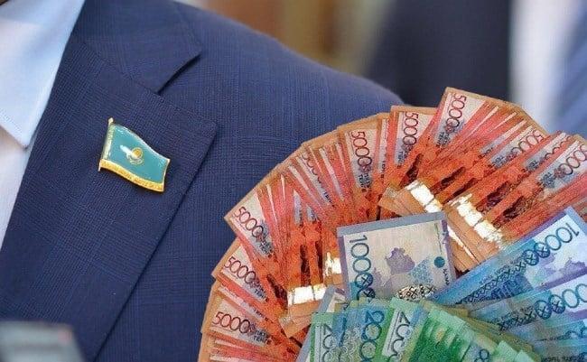 Фото 4. К сведению, депутаты Парламента РК не считают зарплату в полмиллиона тенге такой уж и большой