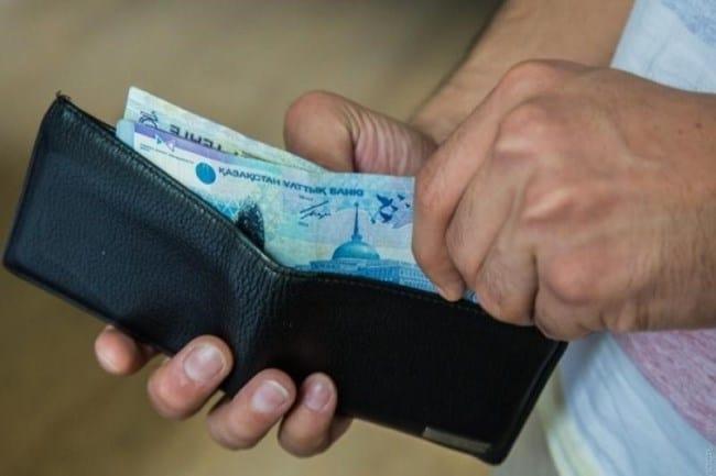 Фото 5. На оплату коммунальных услуг уходит большая часть зарплаты