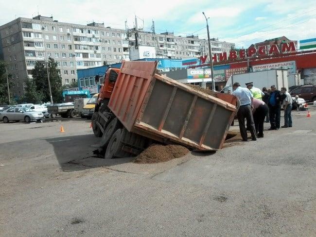 Рис 2. Перегруженный автомобиль несет опасность для дорожного покрытия.