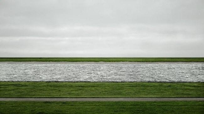 Рис. 4. Фотоснимок Андреас Гурски «Рейн II» 1999 год