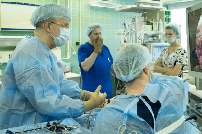 Рисунок 1. Операция в одной из московских больниц
