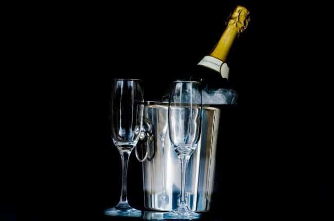 Рисунок 3. Бутылка шампанского и бокалы