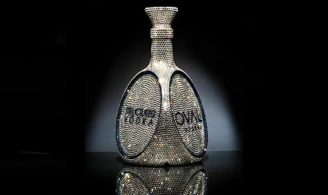 Рисунок № 1. OVAL Vodka Bottle, стоящая «всего» полмиллиона рублей