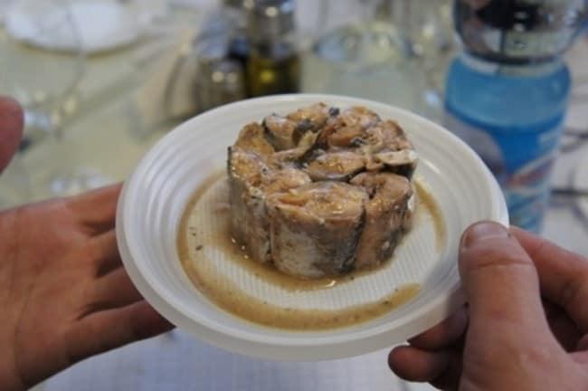 Рис 1. Для человека неопасны погибшие личинки паразитов в мясе рыбы.