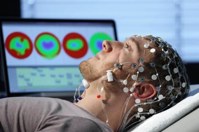 Рис 3. Скоро машины смогут считывать и записывать мысли человека. Для этого понадобится куратор персональных данных.