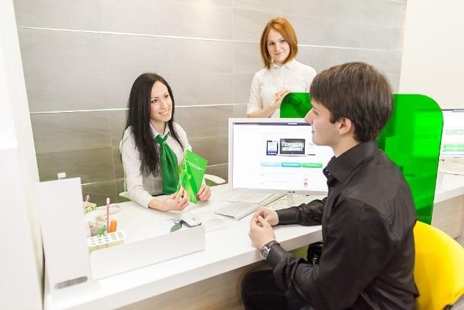 Рис 3. В ближайшее время будет сокращено количество банковских служащих – их заменили электронные сервисы, банкоматы и терминалы.