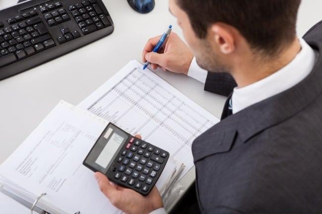 Рис 9. Вычислительная техника автоматизирует счетные отделы. Необходимость в бухгалтерах и аудиторах скоро отпадет.