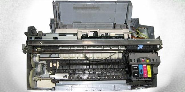 Рисунок 1. Внутреннее устройство струйного принтера.