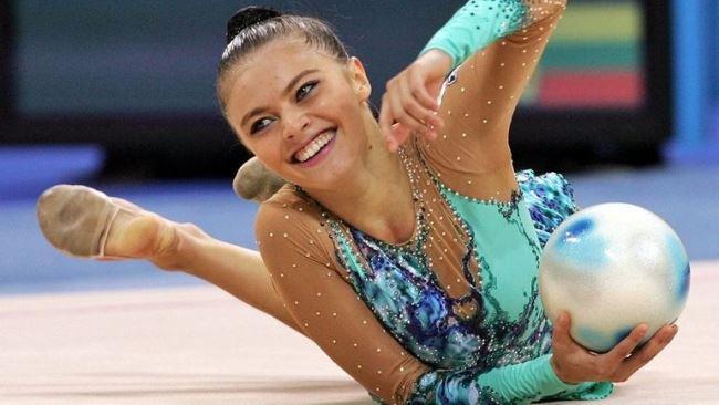 Рис 1. Завершив спортивную карьеру, чемпионка помогает молодежи связать свою судьбу со спортом.
