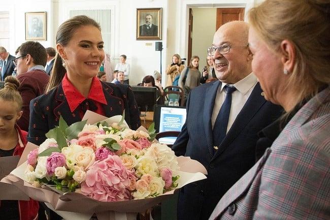 Рис 3. В октябре 2018 года Кабаева защитила диссертацию на тему подготовки дошкольников к художественной гимнастике.