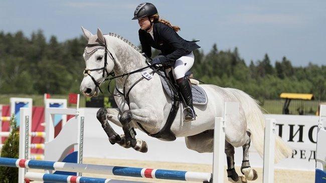 Рис.5 Лошадь Эль Нино (голландская теплокровная) и владелица Анастасия Бортунова.