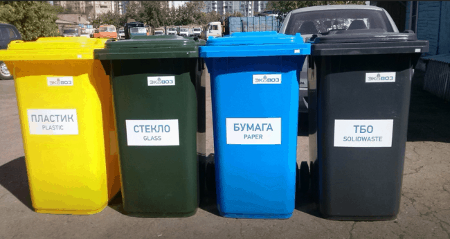 Рис. 2. Контейнеры для раздельного сбора мусора