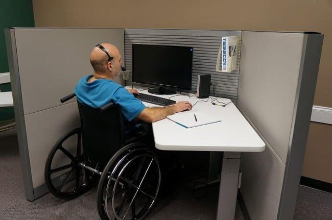 Рис. 4. Работодатель обязан оборудовать место для работы