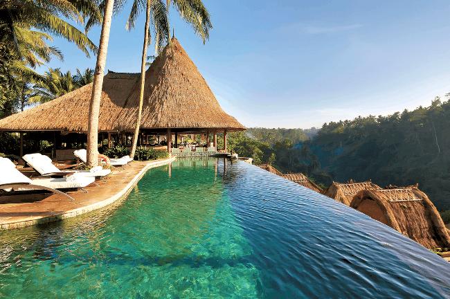 Рис. 8. Отель с бассейном. Остров Бали.