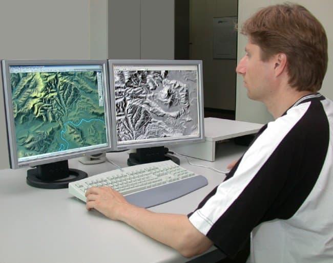 Рис. 9. Эпидемиолог-картограф должен иметь несколько соответствующих высших образований.