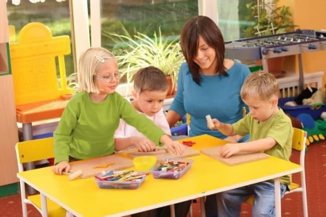 Рисунок 1. Работа в детских кружках или игровых комнатах часто не требует профильного образования