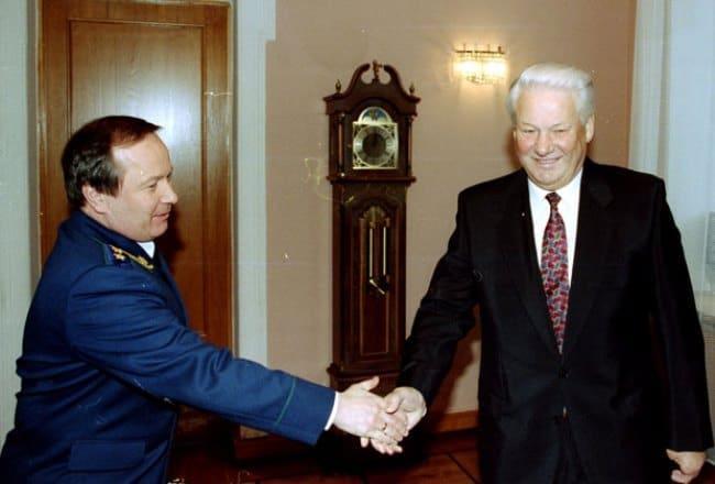 Рисунок 1. Вместе с первым президентом РФ Борисом Ельциным