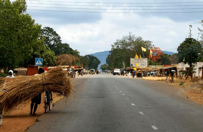 Рисунок 5. Дорога в малавийском поселке