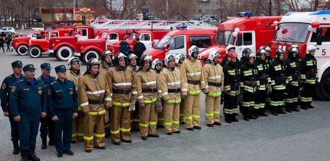 Рис. 2. Сотрудники противопожарного ведомства