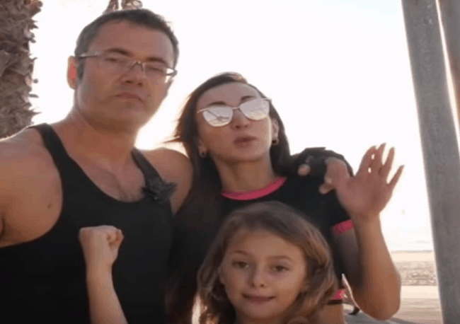 Рис. 3. Лев Константинов с женой и дочерью в 2018 году