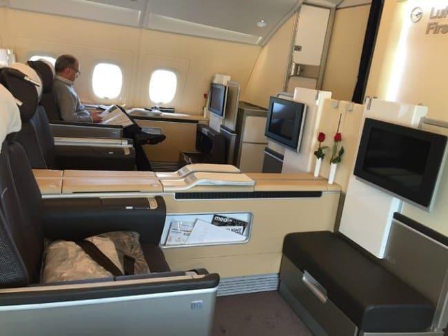 Рис. 3. Lufthansa встречает VIP-пассажиров традиционной розочкой