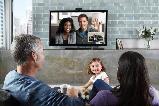Рис. 3. Такие габариты телевизора позволяют собраться у экрана семьей