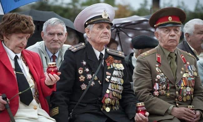 Рис. 3. Военных пенсионеров-ветеранов осталось в живых не более 10000 человек