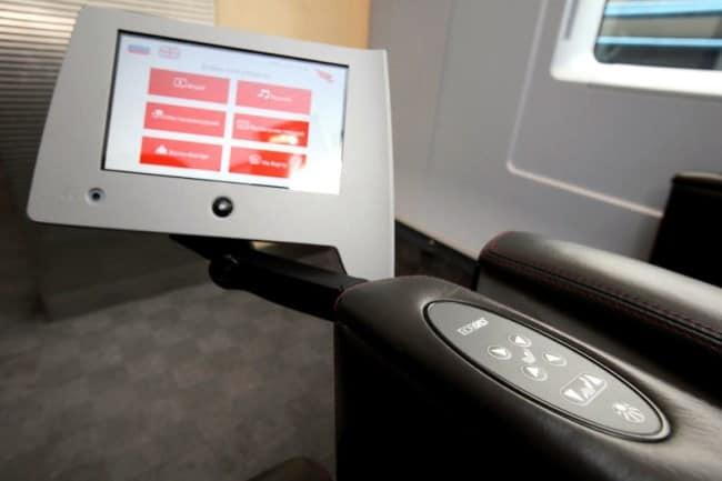Рис. 7. Индивидуальный монитор и регулировка кресла
